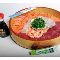 Sashimi zalm & tonijn Coquilles, zeewier salade, garnalen