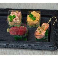 Amuseglaasjes (variatie van tonijn, zalm en garnalen)