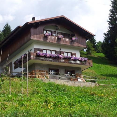 Vrijstaande villa in de Dolomieten, regio Veneto.