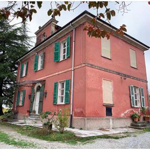 Villa op stand in Acqui Terme, regio Piemonte, Italy