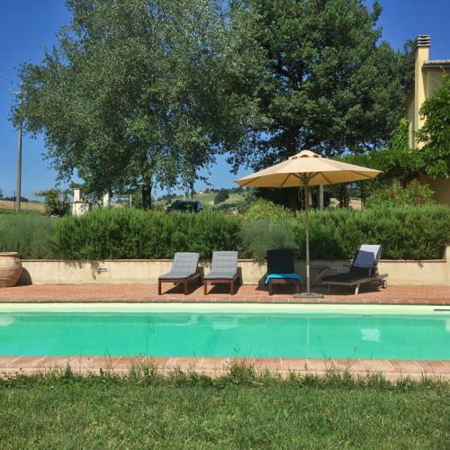 Vrijstaande villa met zwembad en rondom fenomenaal uitzicht in Mondavio, Le Marche