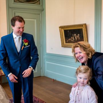 Liefbruidspaar - Zweeds tafereeltje met kleine Esmee, 10 mei 2017 in het Tollenshuis